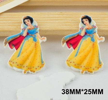 Пластиковая  серединка  25 * 37 мм.  Белоснежка  в  сине - жёлтом  платье  .
