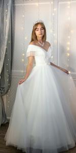 Фото Свадебные платья Стильное непышное свадебное платье с блеском Маркиза
