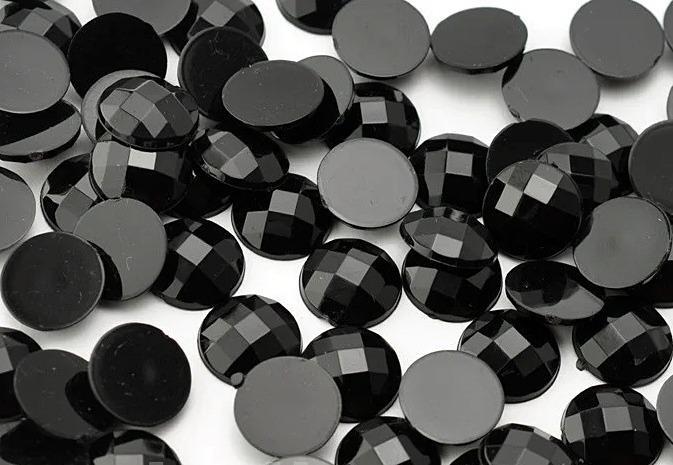 Фото Бусины ,полубусины ,стразы,.цветок.шина, тесьма пластик, Полубусины  разные Кабашон  14 мм.  круглый  гранёный  Чёрного  цвета.