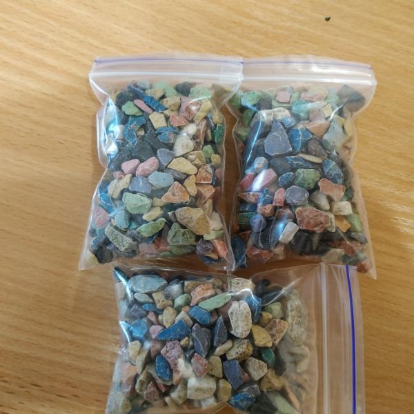 Комплект разноцветных декоративных камушков