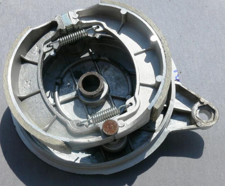 Крышка заднего тормозного барабана с колодками MINSK-125 SONIC на 18 колесо