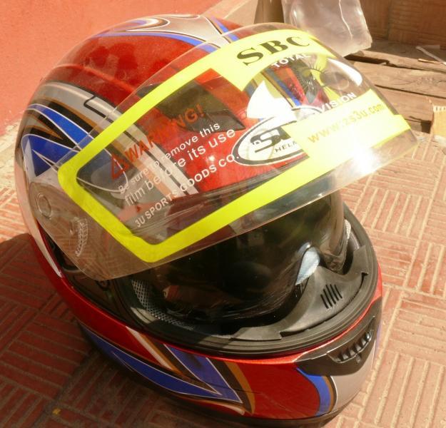 Шлем с очками красный