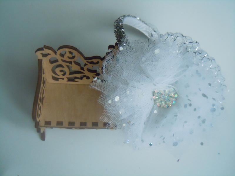 Фото Готовые изделия хенд мейд, Ободки хенд мейд Ободок с цветком из фатина белым и стразовый ободок