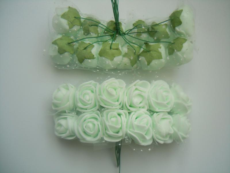 Фото Цветы искусственные Роза  латексная  2,2 - 2,3 см ,   Бело - Мятная  с  фатином.  Упаковка  12  розочек.