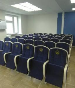 Фото Кресла для актовых залов школы, колледжа, клубов, конференц-залов, Домов культуры, театров и кинотеа Кресло с откидным столиком (пюпитром) в актовый, лекционный, конференц зал полумягкие от белорусского производителя.