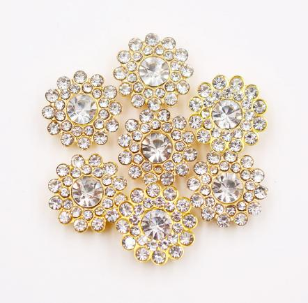 Фото Новинки Серединка  14  мм.  Облегчённый  металический  сплав  .  Основа  золотого  цвета ( пришивная )  с  кристалическими  стразами   Белого  цвета.