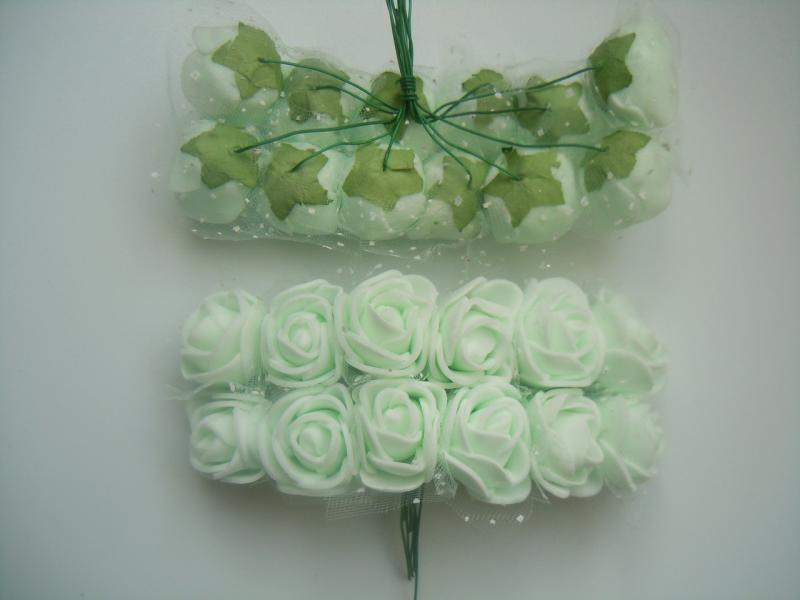 Фото Цветы искусственные, Розочки  латексные  в  ассортименте. Роза латексная 2,2 - 2,3 см , Бело - Мятная с фатином. Упаковка 12 розочек.