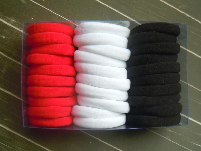 Фото Новинки Резинка  Красная , Белая , Чёрная ,  плотная , безшовная , гладкая.  Размер   4 см.  Ширина  0,8 см.  Упаковка  30 шт.