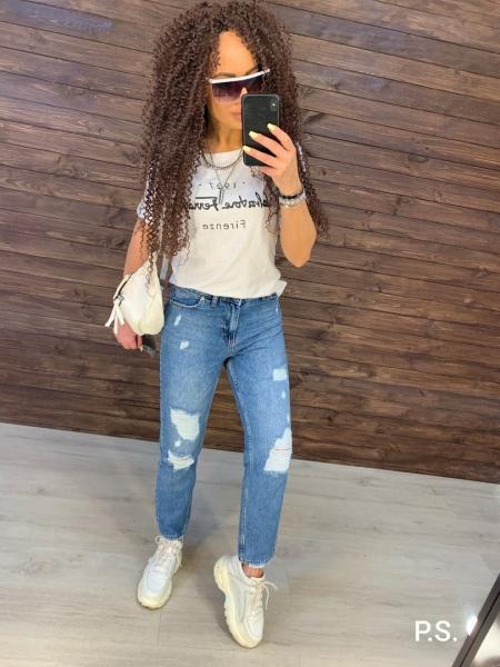 Рваные джинсы МОМ