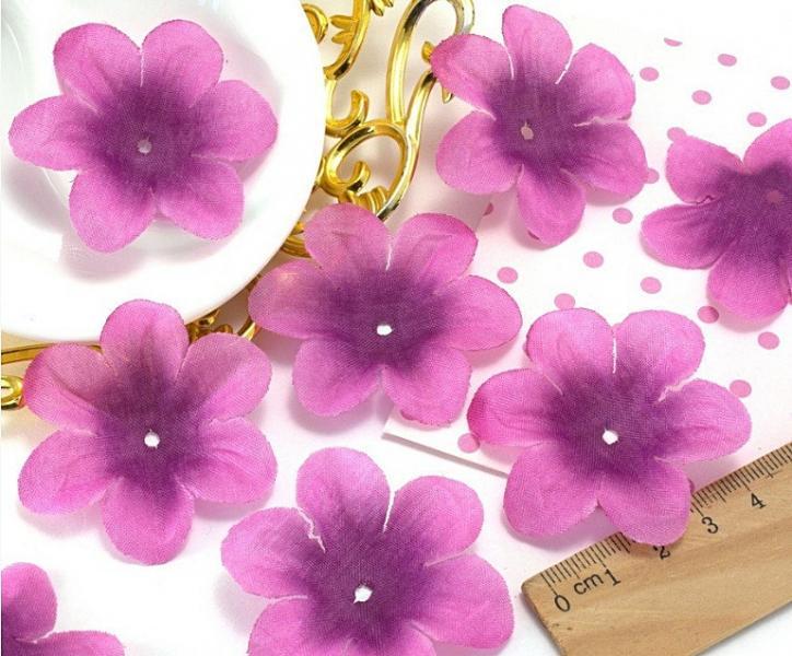 Фото Цветы искусственные, Цветы тканевые Тканевый  цветок  5,2 - 5,5 см.   Фуксия  с  фиолетовой  серединкой.