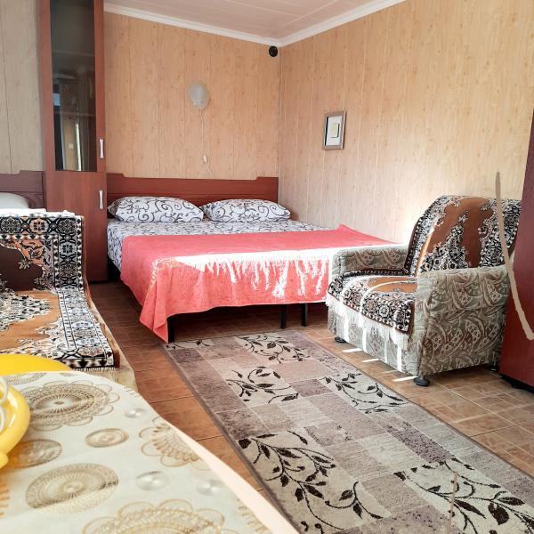 Фото  04 КОКОС Проживание  в двухэтажном гостевом доме №2 отдых в Ялте ( три места) Аренда с парковкой