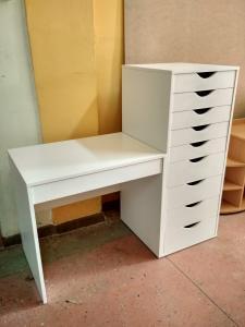 Фото Мебель для дома и офиса Стол письменный с тумбой - комодом