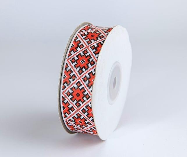 Фото Ленты, Лента репсовая с рисунком Репсовая  лента  2,5 см.  белая  с  орнаментом  в  Красных  ромбах .