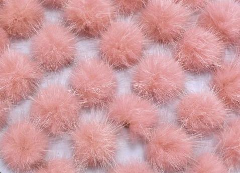 Фото Вязаный ,тканевый  декор . помпоны Помпоны из натурального меха  2,6 - 2,8 см.  Помадно - розового  цвета.