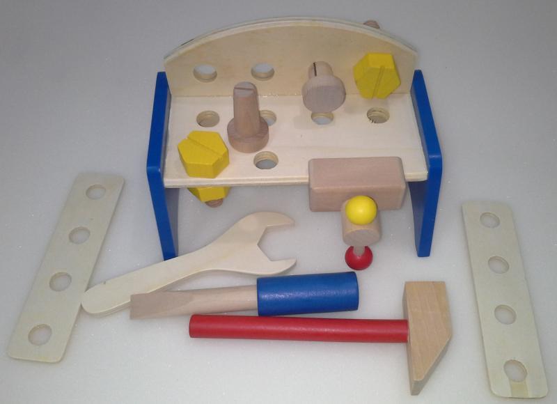 Фото  2012-12 Деревянный верстак с инструментами