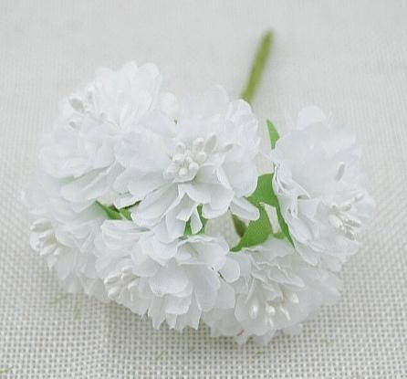Фото Цветы искусственные, Цветы тканевые Хризантема  из  тонкой  ткани  Белого  цвета ,  цветок  3,5 см.  (  Остаток  1  пучёк  )    Упаковка  -  6  цветочков.