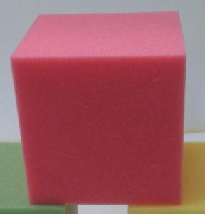 Фото Поролон, синтепон, синтепух (холлофайбер), Поролоновые валики, кубики. Кубики поролоновые для игровых комнат, прыжковых ям, сухих бассейнов   20х20х20см