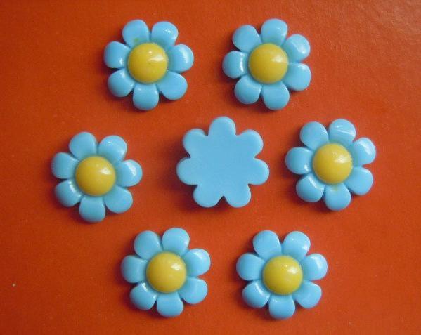 Фото Серединки ,кабашоны, Кабашоны, камеи Кабашон  акриловый  17 мм.  цветок  Ромашки  голубого  цвета