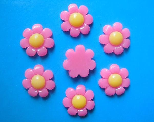 Фото Серединки ,кабашоны, Кабашоны, камеи Кабашон  акриловый  17 мм.  цветок  Ромашки  ярко - розового  цвета .