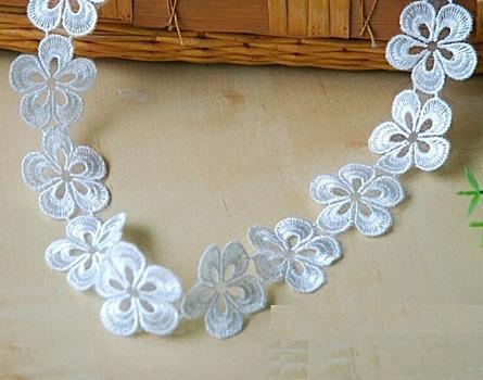 Фото Кружево ,тесьма ,сетка,резинка, Тесьма цветочная Цветок   вышитый ,  кружевной  50 мм.  Белого  цвета .