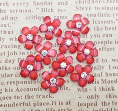Фото Серединки ,кабашоны, Кабашоны, камеи Кабашон. Цеток полимерный , полированый 9 * 10 мм. Красного цвета с белой хрустальной стразинкой 2,3 мм. Упаковка 20 шт.
