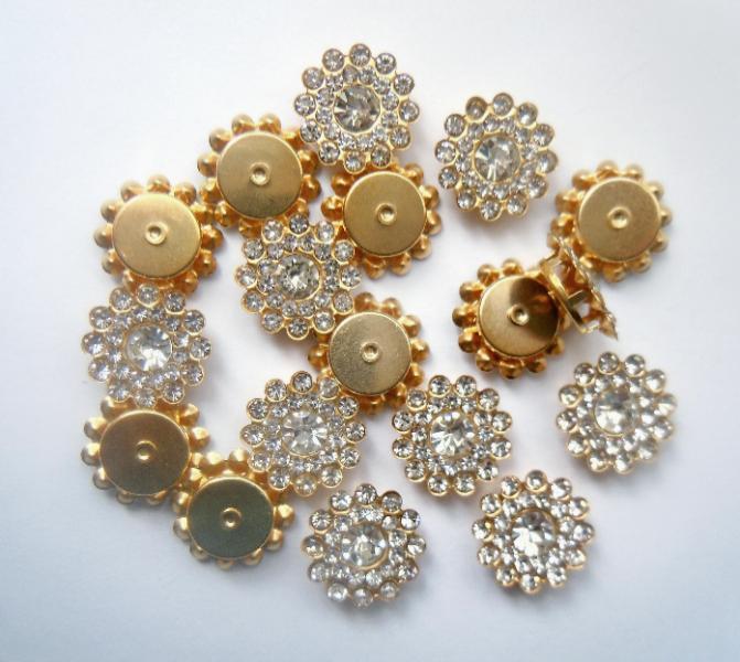 Фото Серединки ,кабашоны, Серединки с жемчугом и стразами Серединка 14 мм. Металическая пришивная основа золотого цвета с Белыми стразиками.
