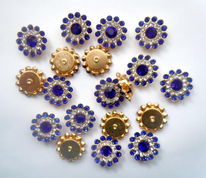 Фото Серединки ,кабашоны, Серединки с жемчугом и стразами Серединка 14 мм. Металическая пришивная основа золотого цвета с Синими  стразиками.