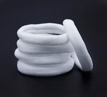 Фото Новинки Резинка диаметр 4 см. ширина 1 см. Нейлоновая , гладкая , плотная . Белого цвета. Упаковка 30 шт.