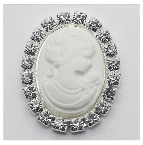 Фото Новинки Серединка 33 * 25 мм. ( большая ) Серебряная металическая основа с белыми хрустальными стразами и белой камеей в средине.