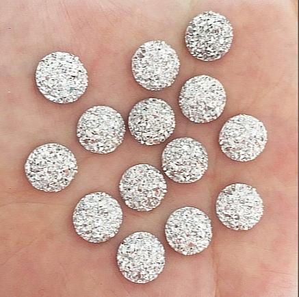 Фото Новинки Маленький кабашон  10 мм. Серебряного цвета с кристалической поверхностью.