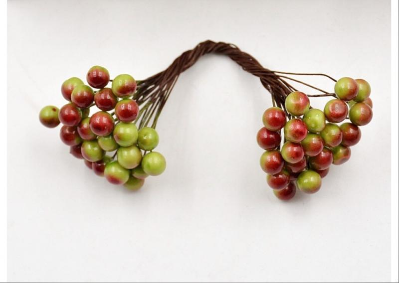 Фото Новинки Глянцевые  шарики  8 мм.  Зелёные  с  красным .  Упаковка  25 проволочек  ( 50 шариков ) .
