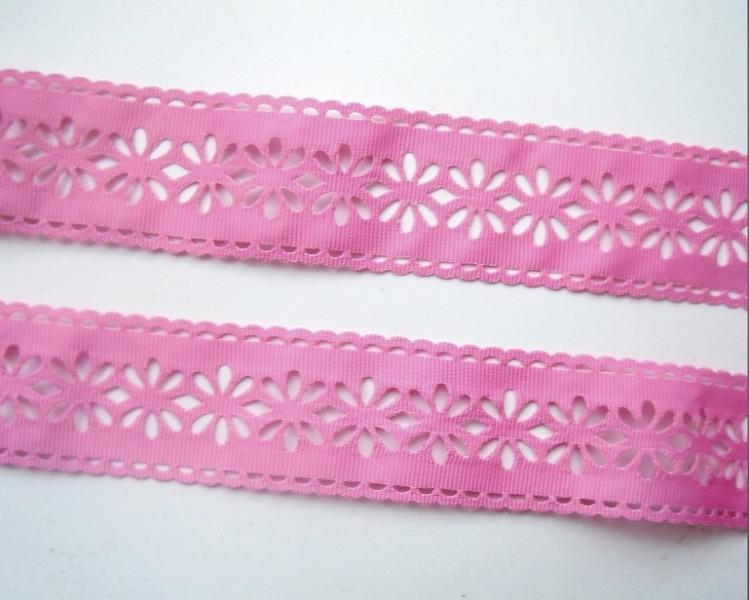 Фото Ленты, Лента репсовая с ажурным краем  Репсова  перфорированая  лента  38 мм.  Розового  цвета .