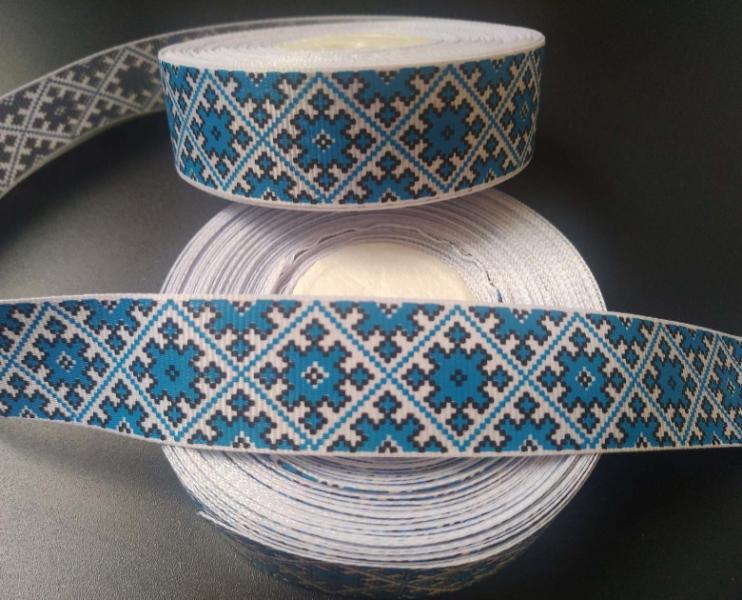 Фото Ленты, Лента репсовая с рисунком Репсовая  лента  2,5 см.  Белого  цвета   с  орнаментом  в  Синих  ромбах .