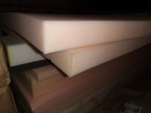 Фото Поролон, синтепон, синтепух (холлофайбер), Мебельный поролон, Поролон  EL 28/42 Поролон листовой мебельный EL28/42 1х2м  толщина 60мм