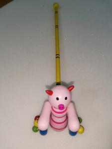 Фото  С 453 Деревянная каталка на палочке Свинка