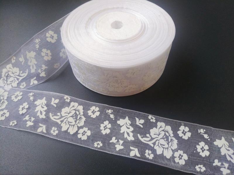 Фото Новинки Лента  Органзовая  4 см.   Белого  цвета  в  белых цветочках  .