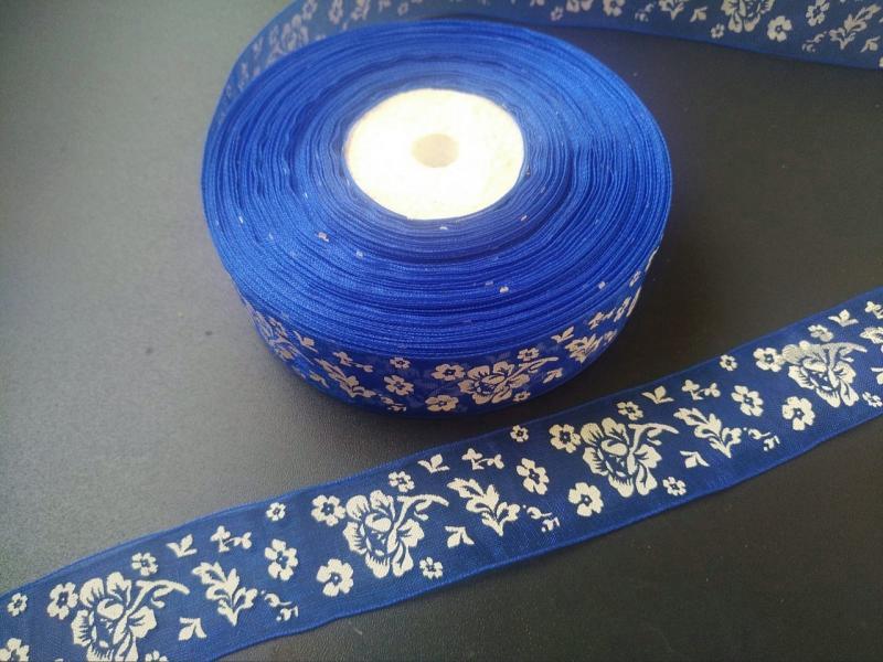 Фото Ленты, Лента  органза  в  цветочек , и  с  узорами. Лента Органзовая 2,5 см. Синего цвета в белых цветочках .