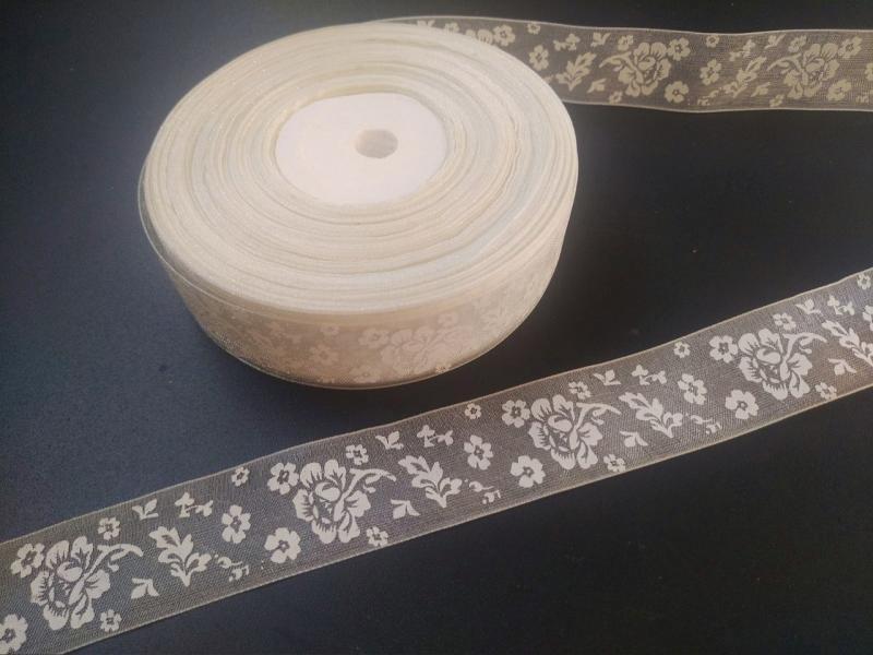 Фото Ленты, Лента  органза  в  цветочек , и  с  узорами. Лента Органзовая  2,5 см. Молочного цвета в белых цветочках .