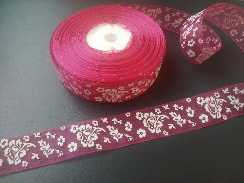 Фото Ленты, Лента  органза  в  цветочек , и  с  узорами. Лента  Органзовая  2,5 см.   Малинового   цвета  в  белых  цветочках  .