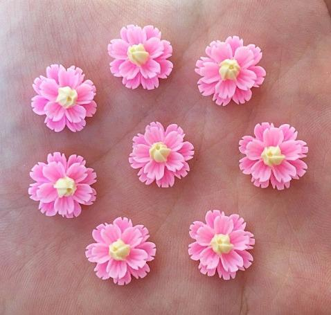 Фото Новинки Цветок  13 мм.  Пластиковый  , акриловый  ,  Розового  цвета.