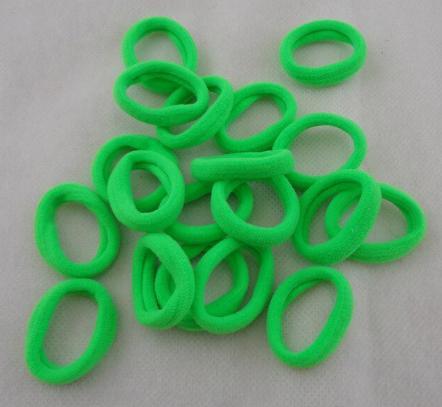 Фото Основы ,фурнитура для канзаши, Резинки Резинка диаметр 4 см. ширина 1 см. Нейлоновая , гладкая , плотная . Светло - Зелёного  цвета.