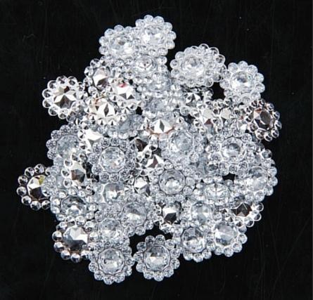 Фото Новинки Серединка   12 мм. Акриловая  , пластиковая  под  хрусталь. Основа  под  белое  серебро  с  белыми  стразиками.  Упаковка  50 шт.