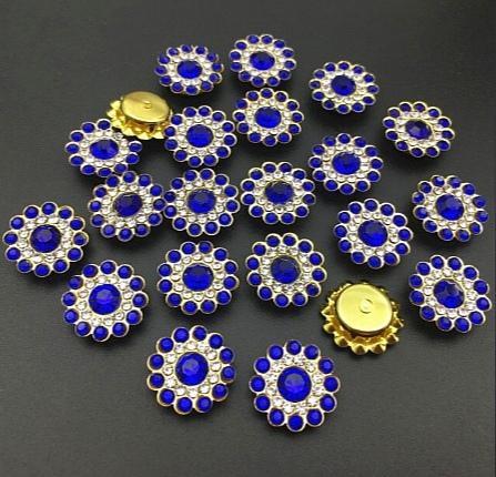 Фото Новинки Серединка 14 мм. Металическая пришивная основа Золотого цвета с Синими стразиками.