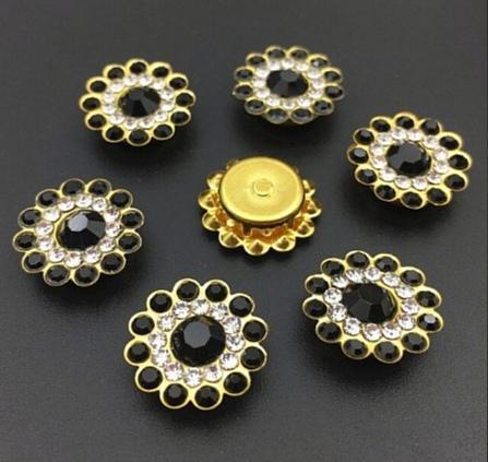 Фото Серединки ,кабашоны, Серединки с жемчугом и стразами Серединка 14 мм. Металическая пришивная основа Золотого цвета с  Чёрными  стразиками.