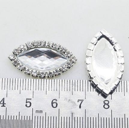 Фото Серединки ,кабашоны, Серединки с жемчугом и стразами Серединка  28 * 16 мм.   Металическая  серебряная  основа  с  Белым  прозрачным  камешком  и  белыми  стразами.